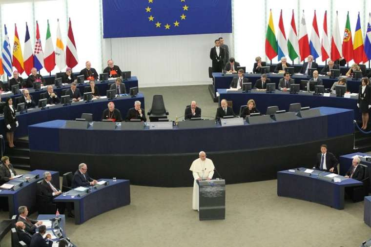 Pope_Francis_addresses_the_European_Parliament_in_Strasbourg_on_Nov_25_2014_Credit_Alan_Holdre_CNA