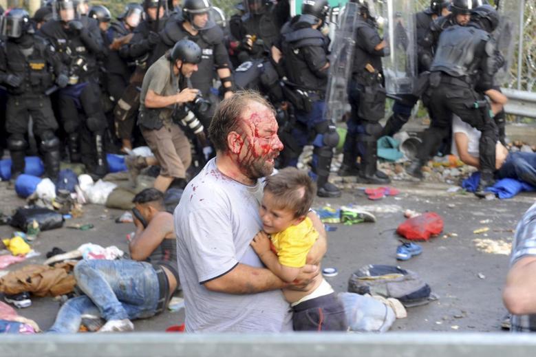 Migrants, 2015 Röszke (REUTERS/Karnok Csaba)